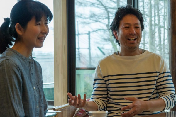 オーナーの河野麻祐子さんと秀男さん。
